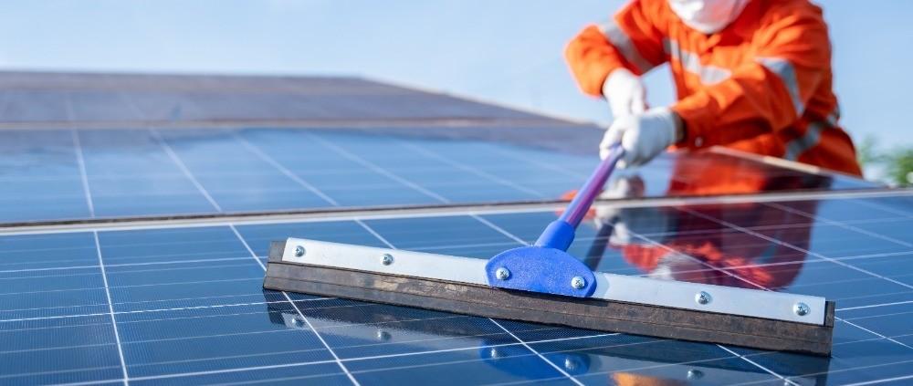 zonnepanelen schoonmaken door experts